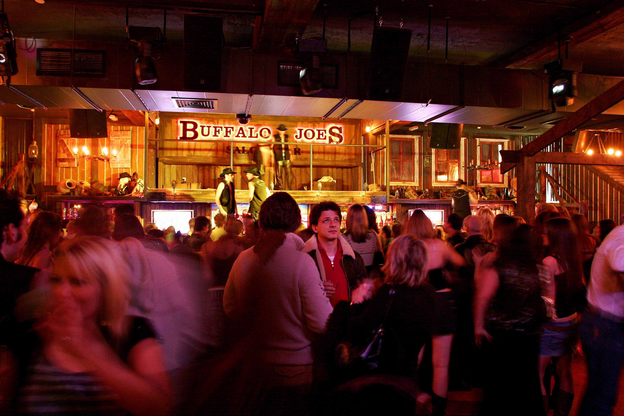 Bar, pubs and clubs could reap dividends by opening longer, say Barclays