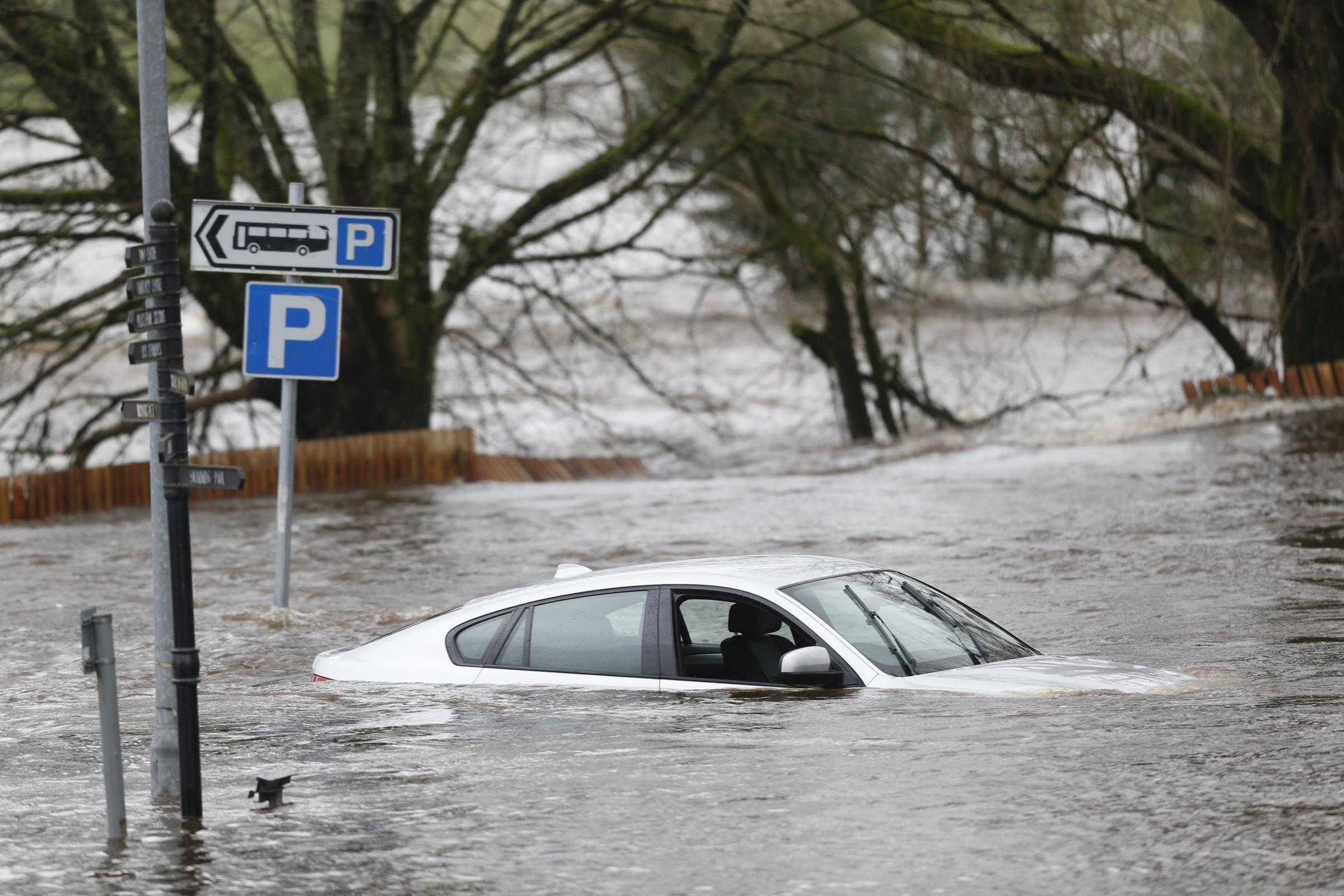 Flooding and storm surges threat for Scotland's cities revealed in new report