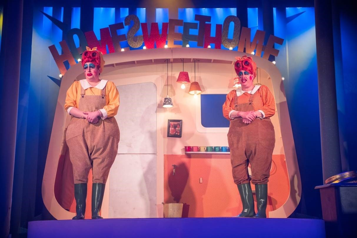 Barrie Hunter (Sassy) and Ewan Somers (Cissy) in Snow White and the Seven Dames at Perth Theatre